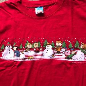Peanuts Christmas t shirt in red. NWOT Large